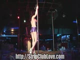 בחורה מזדיינת אחרי מופע חשפנות במועדון