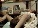 אורגיה ענקית על חולת מין בחנות תקליטם