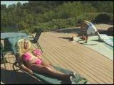 זיון ומציצות של בחורה מוזרה חרמנית בשמש