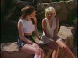 שתי נשים יושבות לדבר ומגיעות לצימר לזיון