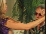 שתי נשים מזדיינות חזק עם גבר מבוגר מאוד