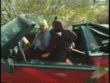 מוצצת זין ברכב עם גג נפתח