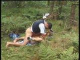 זיון דוגי ואנאלי בדשא בשיחים