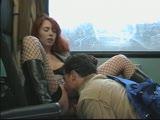 מלקק לה את הכוס באוטובוס