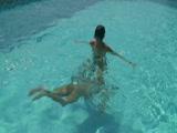 מוצצת ומזדיינת חזק על שפת הבריכה