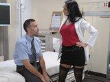 רופאה סקסית מזיינת עורך דין