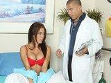 רופא מזיין חולה מדהימה ביותר
