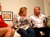 יועצת זוגית יפה מזדיינת עם זוג מבוגרים