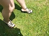 רגליים סקסיות ועקב מחרמן בבריכה בתוך המים