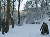 רוסים משוגעים מזדיינים על השלג