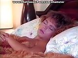 מעיר אותה משינה בשביל לזין אותה