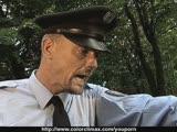 שוטר מזיין בחורה צעירה מהממת