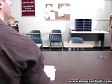 זין בכיתה של שני תלמידים על שולחן