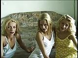 שלוש נשים בליקוקי כוס מפתים