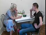 המתיקות של האישה המבוגרת