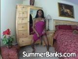 שחורה עם גוף סקסי בשמלה
