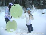 מזדיינות זיון חם בשלג המקפיא