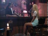 מלקקת לחברה שלה כוס וחודרת עם זין דמה על הבר
