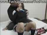 יפנית שעירה נחנקת מזין ומרטיבה תחתון