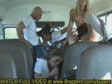 מתפשטות ומתחרמנות באוטובוס
