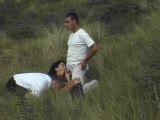 אורגיה על בחורה עם עדילים בכוס בדשא