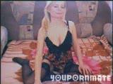 בוגרת סקסית מאוננת עם גרביון מושך