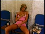מזיין אותה על כיסא בתור לרופא