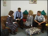 ארבע חברים מבוגרים חושבים לדבר ומסיימים באורגיה
