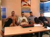 ארבע גברים ושלוש נשים חמות שבאו לפנק וללכת