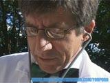 רופא וחולה בזיון על הדשא