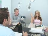 זיון במרפאה על בחורה מטריפה ושני רופאים